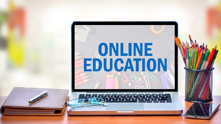 موضوع رایتینگ ساده Online Traditional Universities